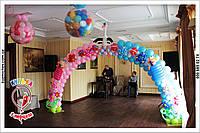 Арка с новорожденными из воздушных шариков