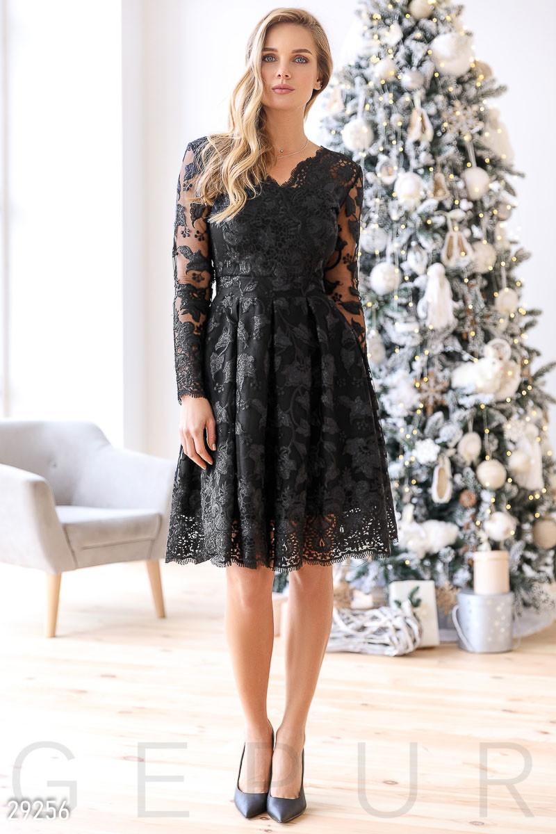 Элегантное платье-миди черного цвета