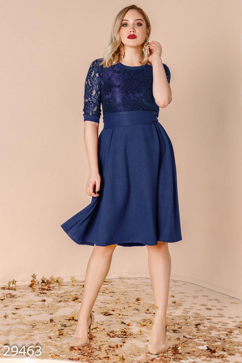 Стильное вечернее платье-миди синего цвета больших размеров