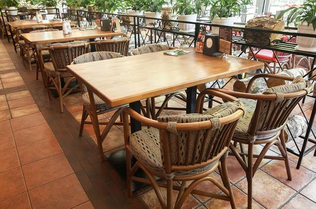 Кресло Париж в интерьере кафе