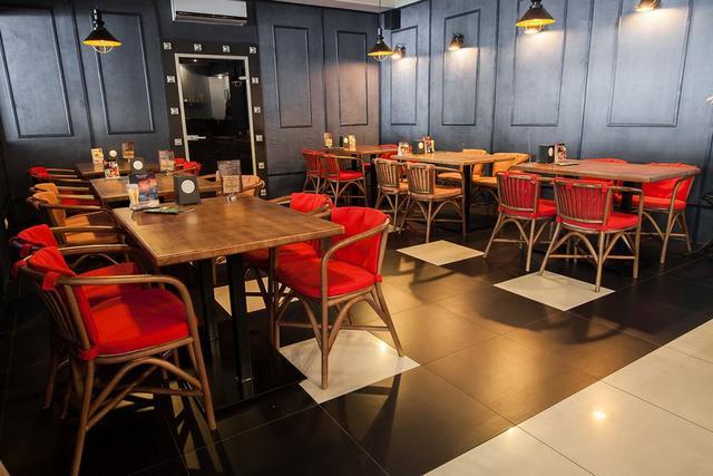 Кресло Париж в интерьере кафе (фото 3)