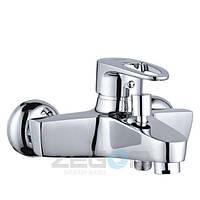 Смеситель для ванны Zegor SKE (SKE-A180) однорычажный с душем литой с коротким изливом цвет хром