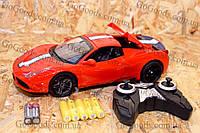 Спорткар Ferrari на пульте управления с открывающимися дверьми и крышой