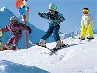 Зимние игры: санки и лыжи