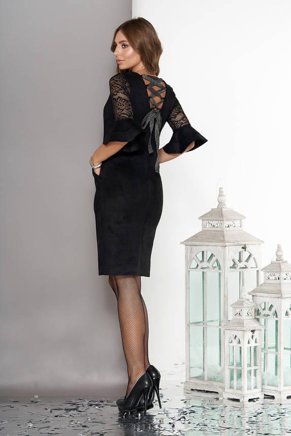 Нарядное замшевое платье с гипюром и воланами черное, фото 2