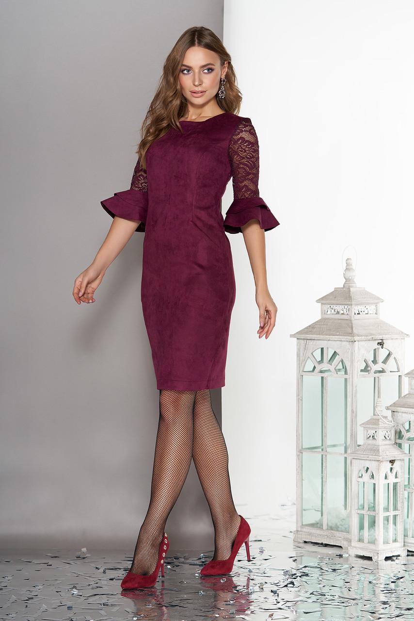 Замшевое платье миди с гипюром и воланами бордо