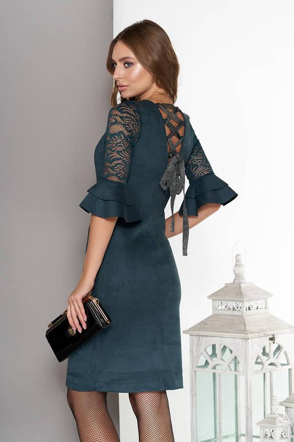Замшевое платье миди с гипюром и воланами изумрудное, фото 2