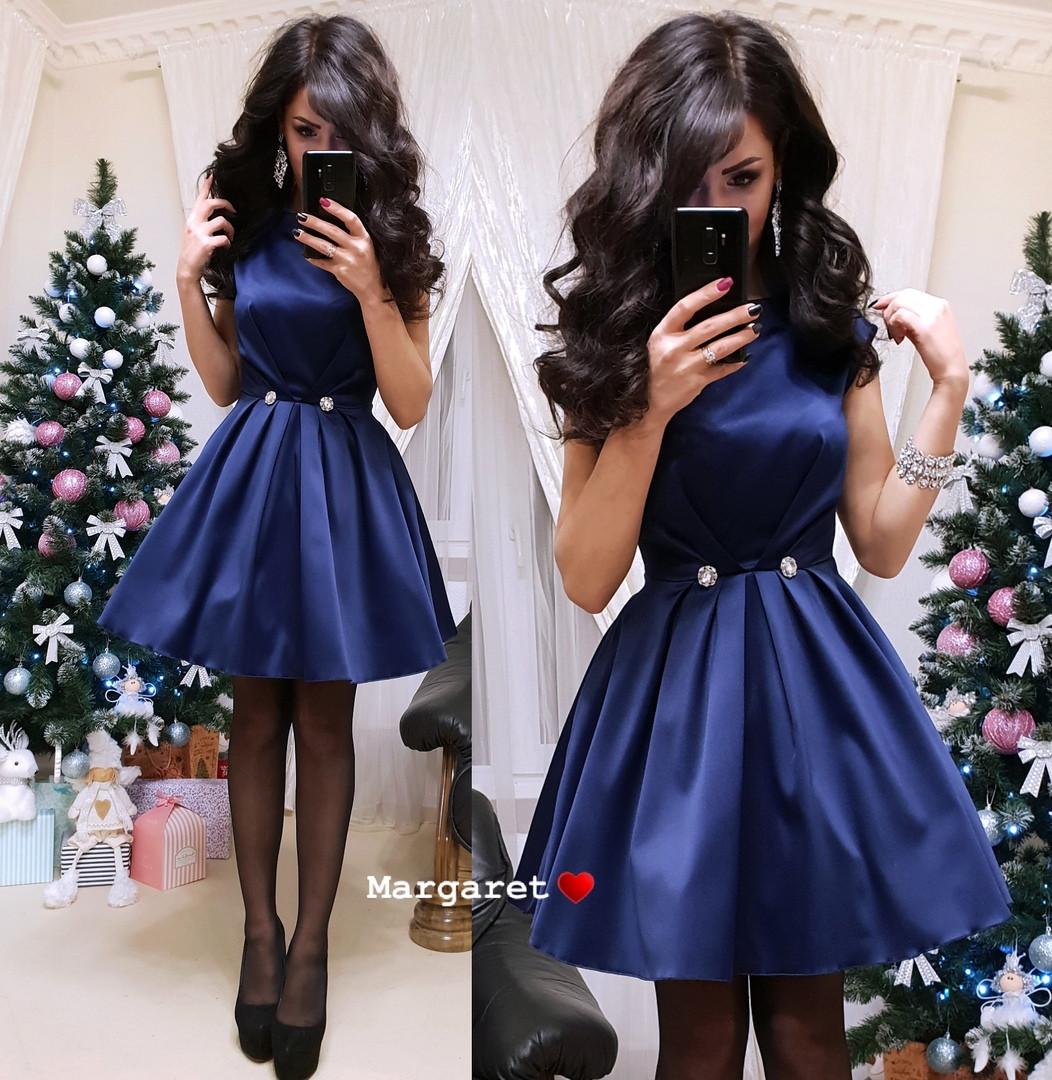 Атласное платье с пышной юбкой и карманами