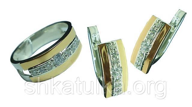 Срібний гарнітур із золотими вставками каблучка та сережки із сімома білими фіанітами