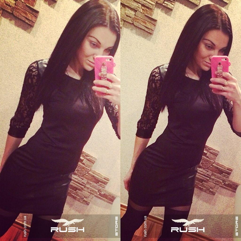 Маленькое черное платье с гипюром и эко-кожей