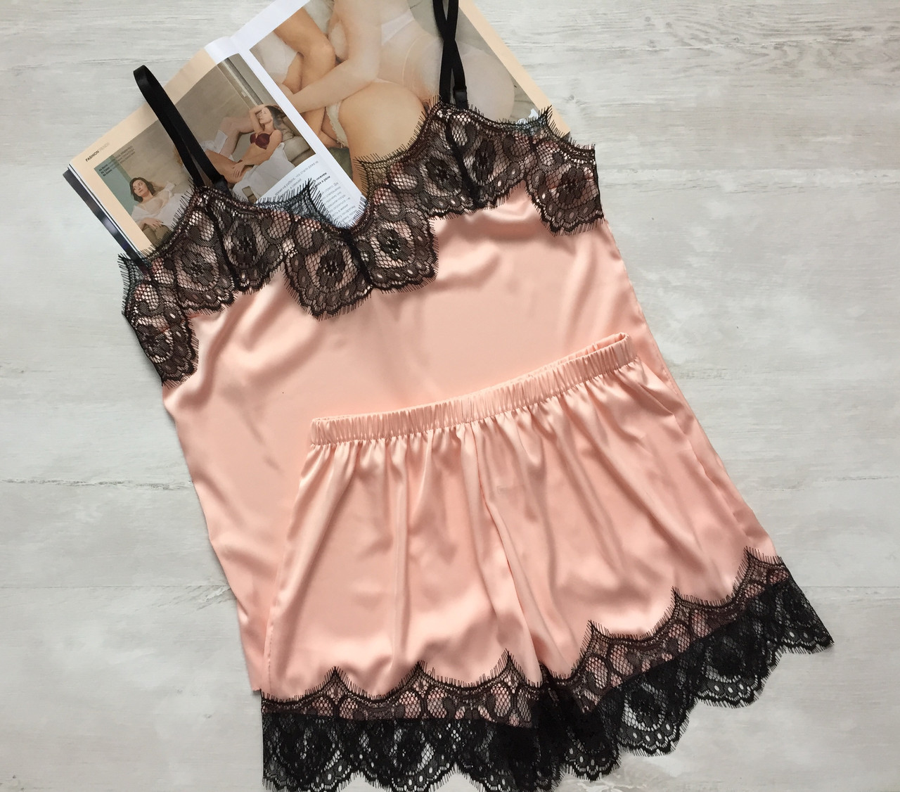 Женская шелковая пижама майка и шорты персик 03