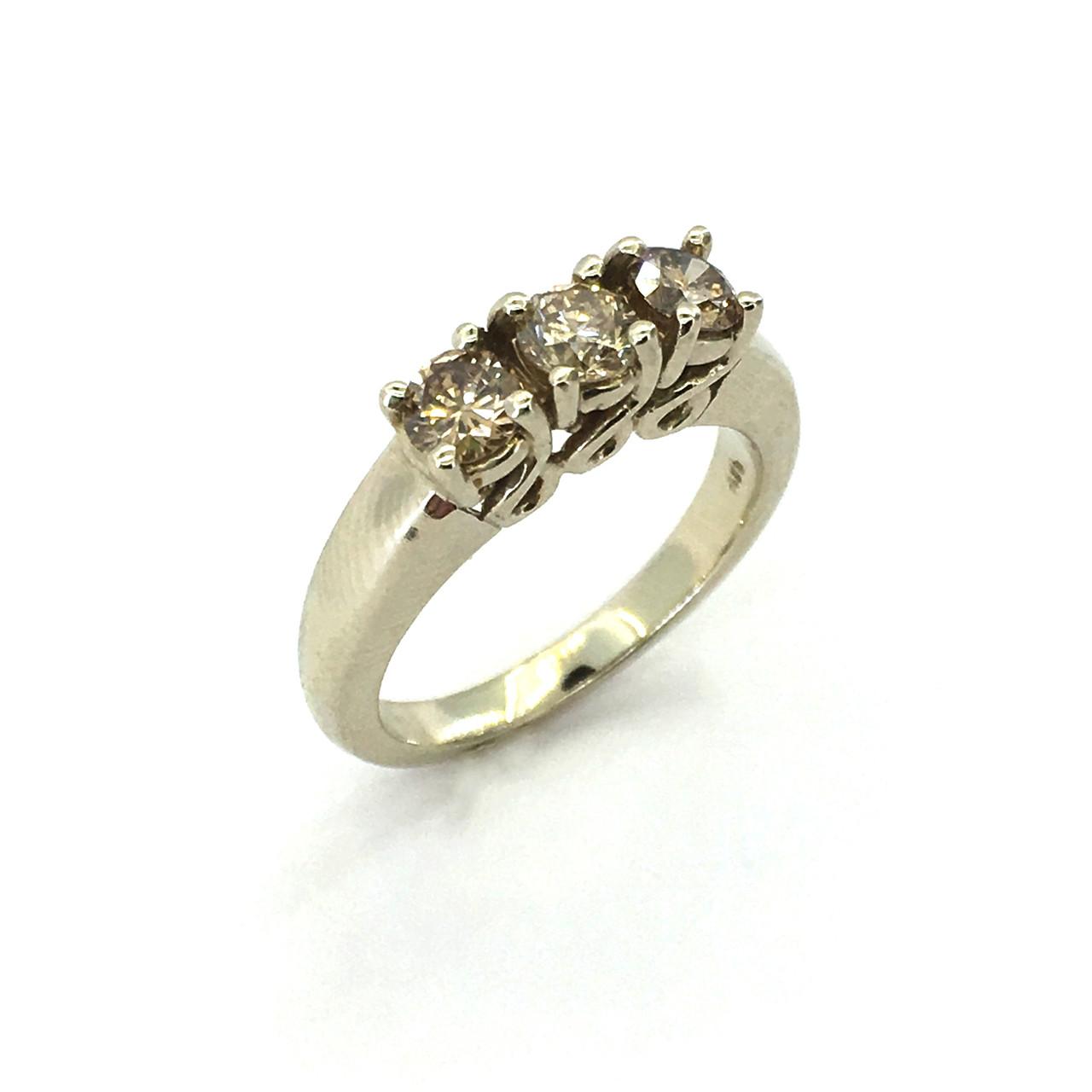 Золотое кольцо с бриллиантами цвета шампань