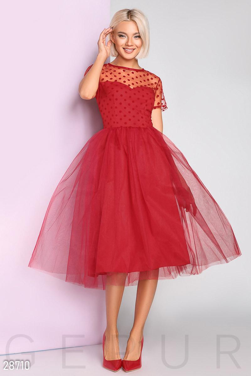 Яркое платье-миди