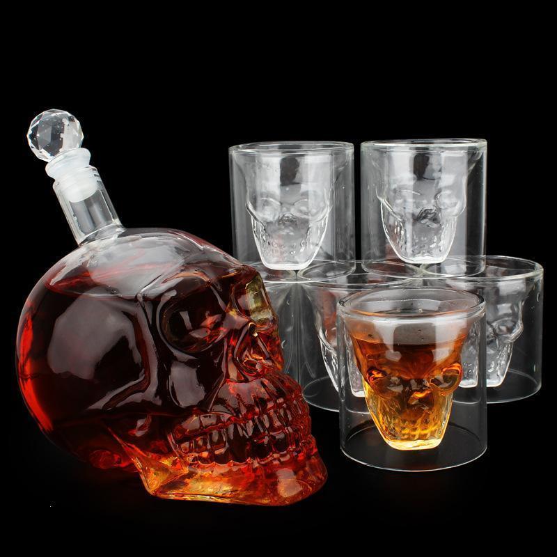 Подарочный набор Графин в форме Черепа 0,55 л и набор из 4 стаканов Череп