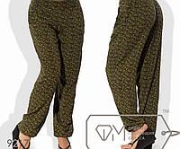 Брюки-шаровары из штапеля средней посадки на широком поясе с косыми карманами и резинками-манжетами на штанина