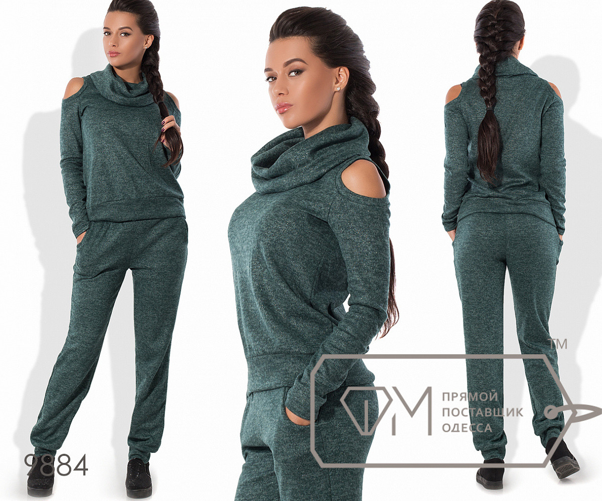 Костюм в спортивном стиле из ангоры софт с напылением - прямой свитер с воротником-хомут и вырезами, 3 цвета