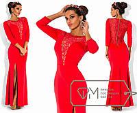 Вечернее платье в пол из дайвинга с рукавом три четверти, высоким разрезом сбоку и отделкой из гипюра Цвет красный 5741
