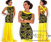 Платье в пол без рукавов приталенное из королевского атласа с отделкой узорным гипюром и декольте Цвет жёлтый 5733