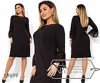 Платье прямого кроя из креп дайвинга с гипюровой кокеткой и широкими манжетами, 2 цвета