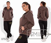 Спорткостюм из трикотажа стежки - толстовка с капюшоном, воротом-поло и косыми карманами на молниях плюс прямые брюки с логотипом X7578