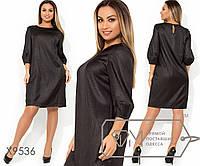 Платье-мини из плательного крепа прямого кроя с круглым вырезом, рукавами три четверти и застежкой, 5 цветов