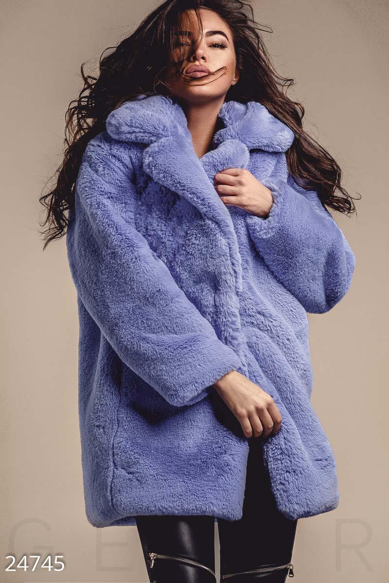 Яркое меховое пальто