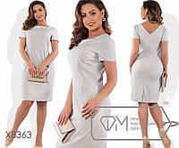 Платье-футляр миди облегающее из поливискозы с короткими рукавами и косыми карманами в фигурных швах, 1 цвет
