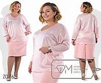 Костюм-двойка - блуза прямая из вискозы с напылением с V-вырезом и спущенной проймой рукавов плюс прямая юбка-миди из костюмки Z0165