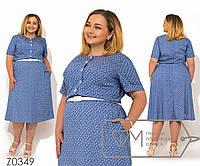 Платье миди покроя-трапеция из летнего джинса с коротким рукавом резинкой на талии, контрастными пуговками вдоль лифа и пояском на талии Z0349
