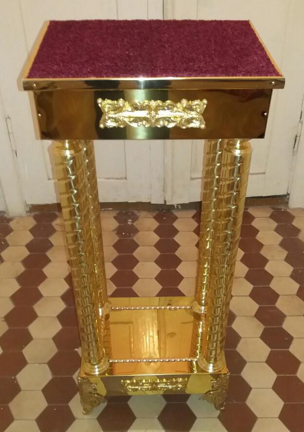 Подставка под ковчег или литейное блюдо на колоннах с декором