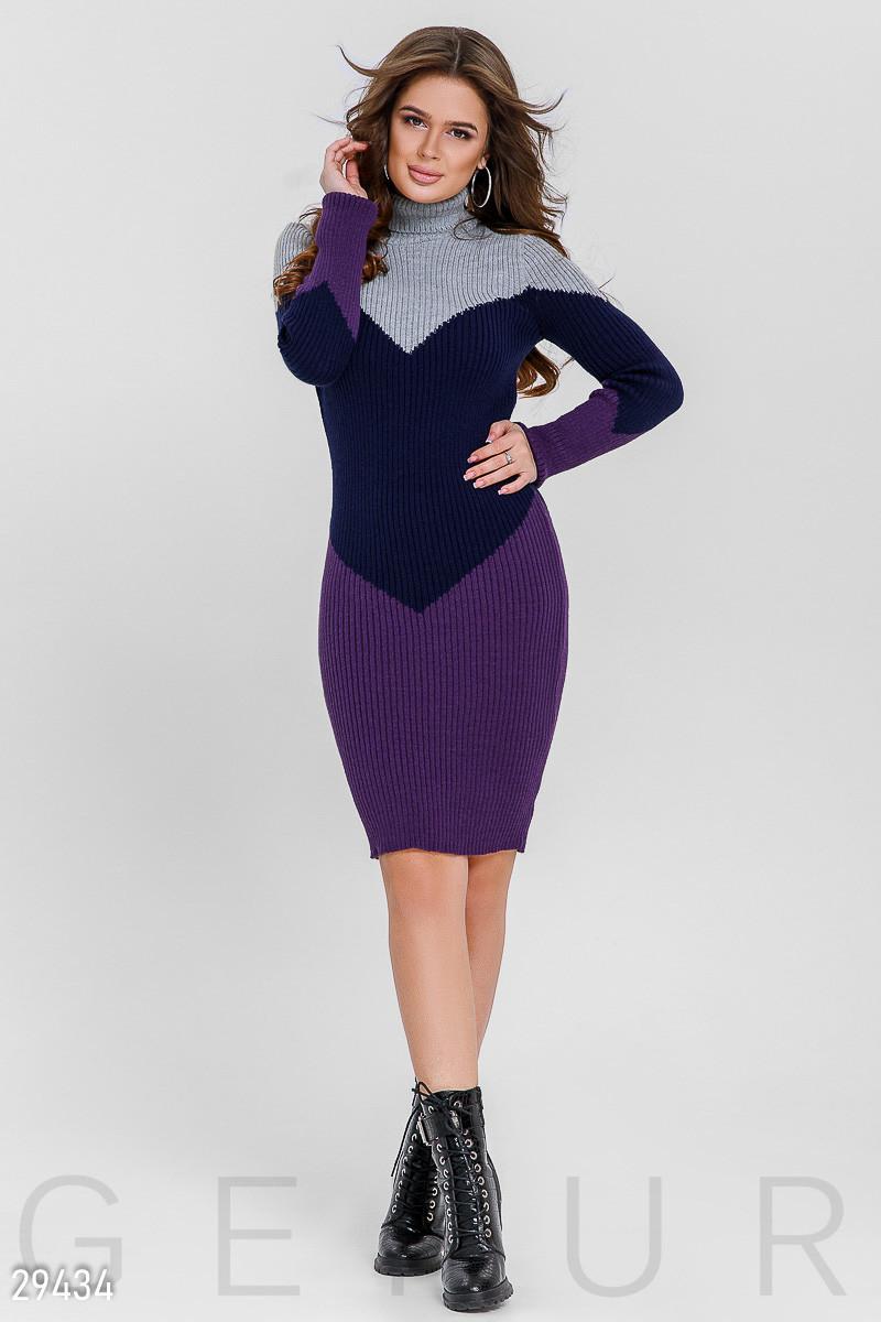 Стильное трехцветное платье-миди
