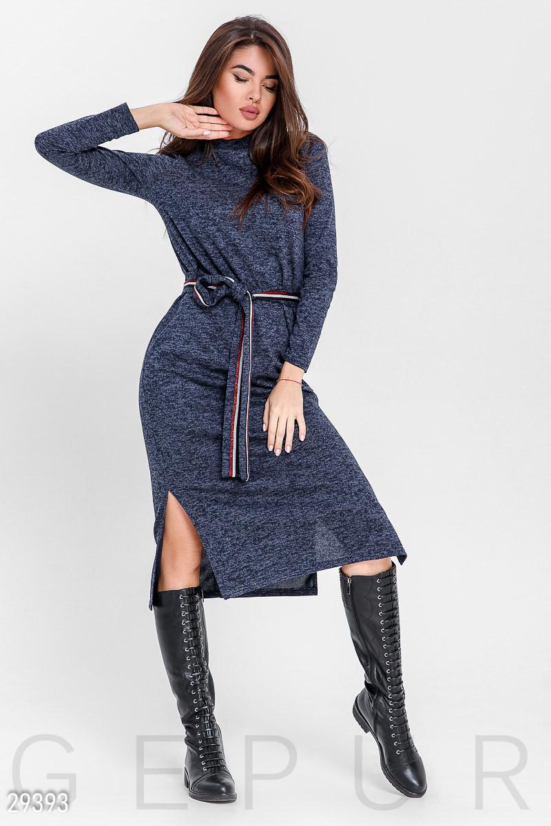 Стильное спортивное платье-миди с разрезами синего цвета