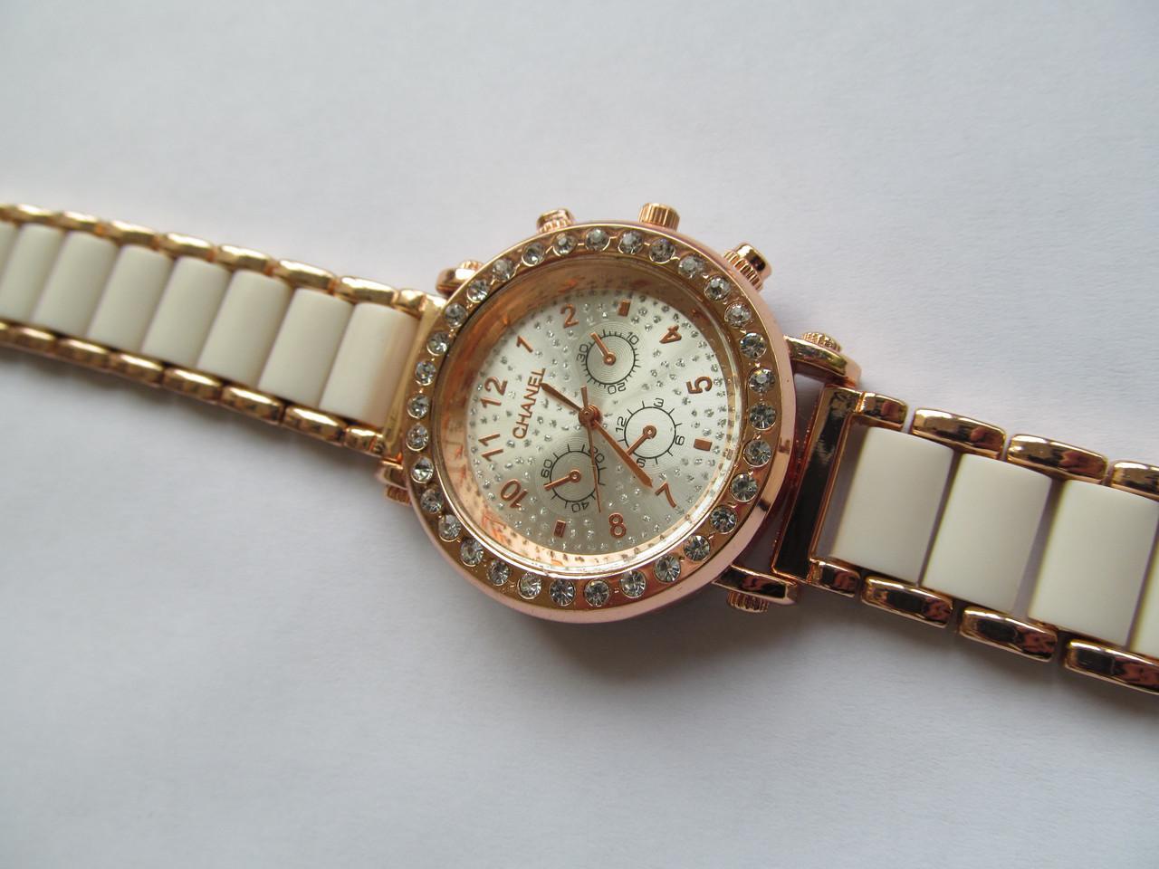 Женские часы золотистые с белым
