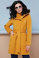 Стильное демисезонное женское короткое пальто с карманами широким капюшоном П-3к горчичного цвета