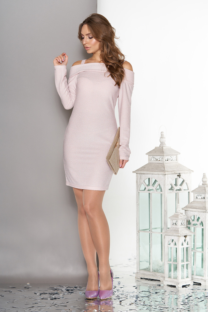 Красивое платье с открытыми плечами розовое
