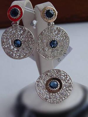 Эксклюзив! Серебряные серьги - подвески с золотыми пластинками и синим фианитом