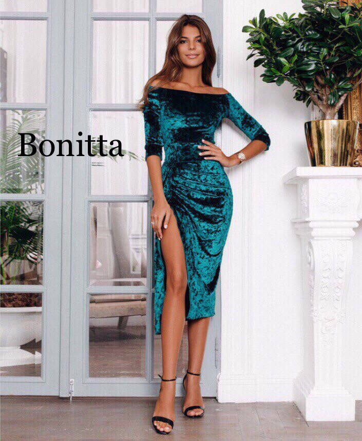 Бархатное платье с разрезом и с длинным рукавом