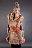 Хутряна жилетка жилет безрукавка з рудої лисиці «вроспуск» Horizontal layered fox fur vest fur gilet, фото 4