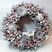 Новогодний Рождественский венок на дверь из шишек и красных ягод  d -30 см Ручная работа