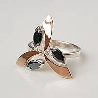 Серебряное женское кольцо Трилистник с золотыми вставками и черными фианитами(кубик циркония)