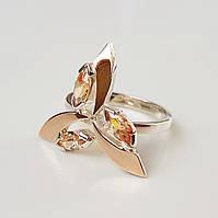 Женское серебряное кольцо Трилистник с золотыми пластинами и фианитами цвета шампань