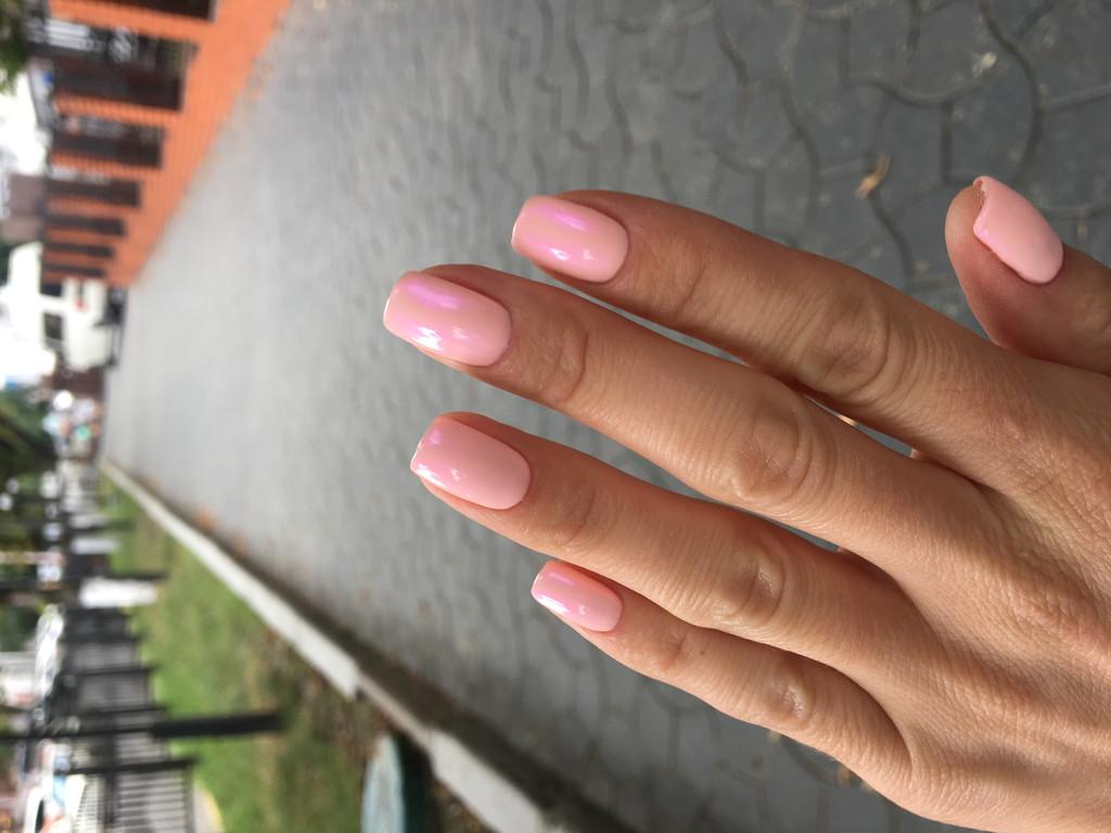 Втирка на нежно розовом оттенке гель-лака  2