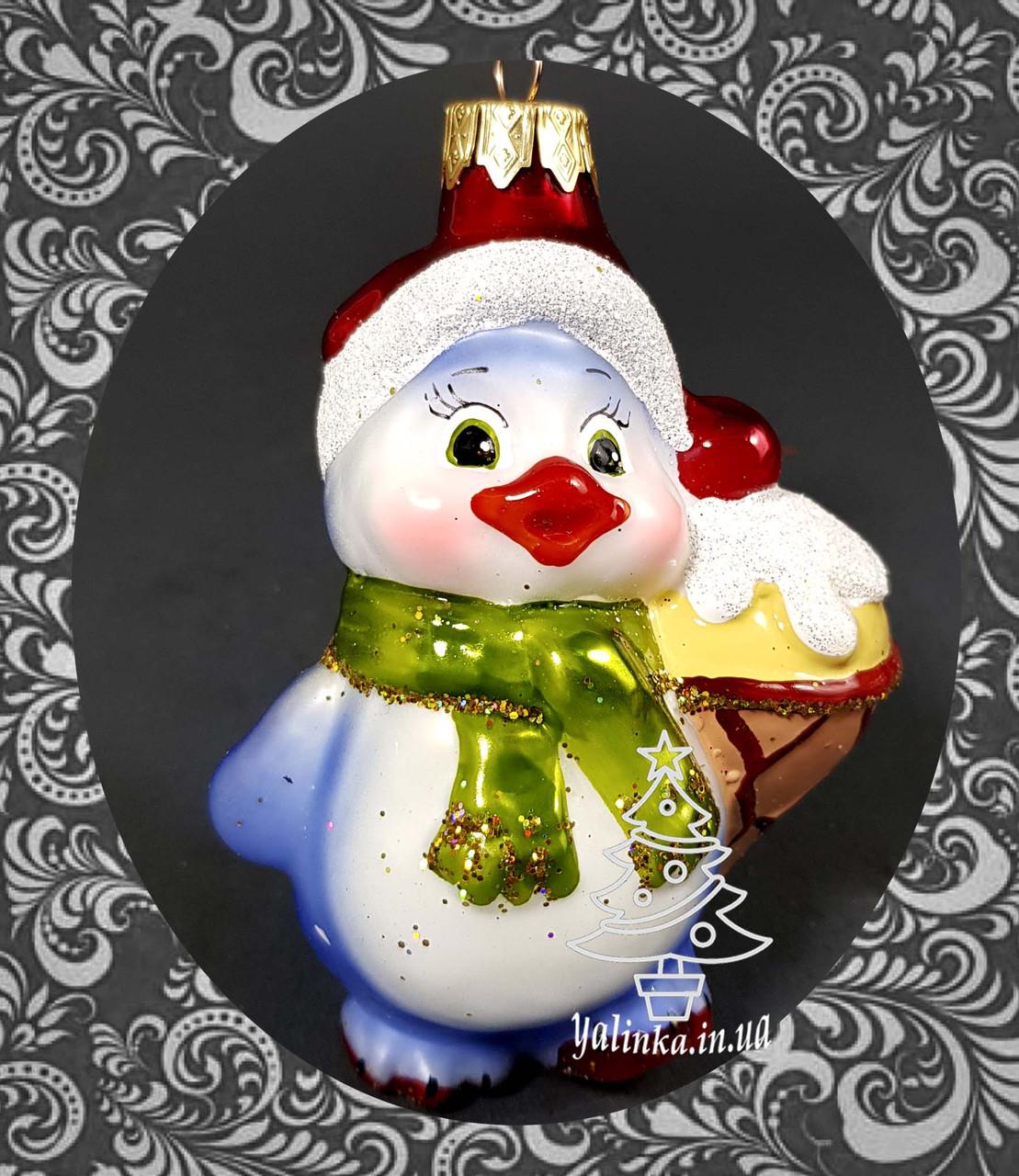 Стеклянная елочная игрушка Пингвиненок с мороженым