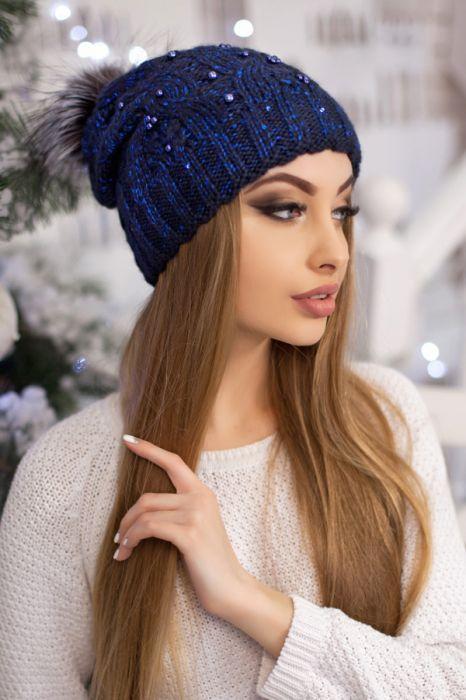 женская вязаная шапка с бусинами пайетками и помпоном из чернобурки