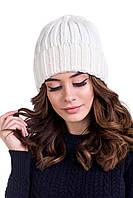 Однотонная вязанная женская шапка