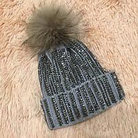 Женская вязаная шапка с бубоном и стразами серая 4ded8c8dcc9f6