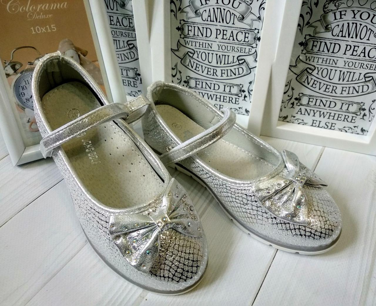 Красивенные серебристые туфельки.