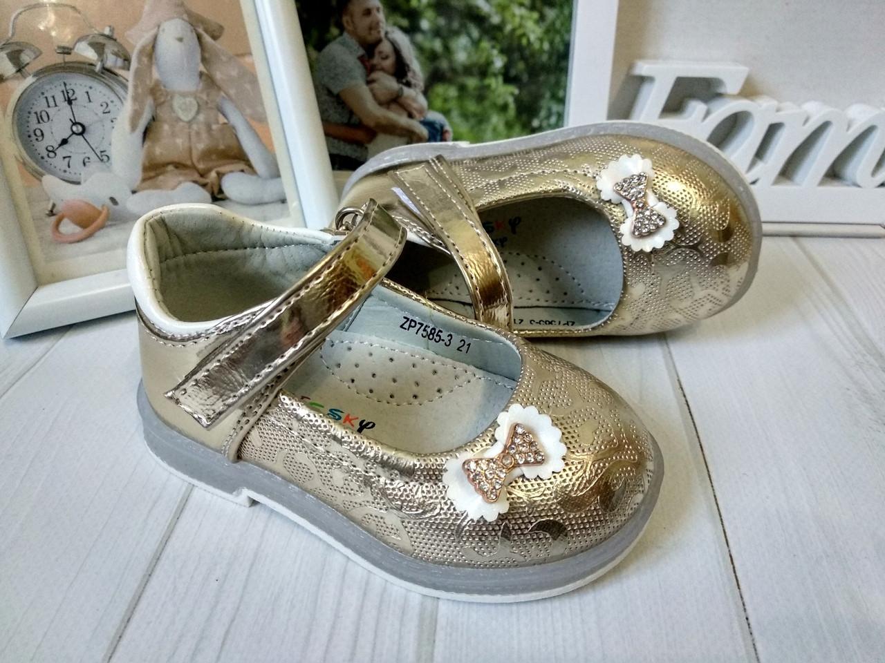 Красивенькие золотистые туфельки