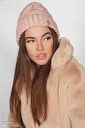 Зимняя женская шапка розового цвета крупной вязки