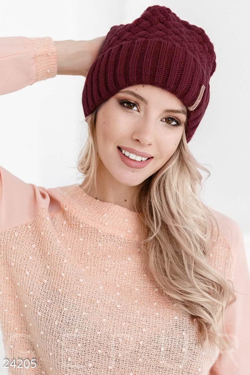 Зимняя бордовая шапка с широким отворотом